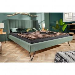 Luxusní postel s kovovými...